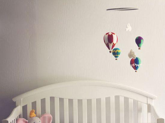 Подвесные украшения для детской комнаты своими руками