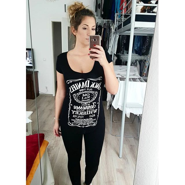 """💫 H A P P Y.A F. 💫 🔝 wenn man einfach komplett mit sich im Reinen ist - - - #happyaf #happygirl #happyme #ootd #potd #fashion #jackdaniels #whiskey #allblack #black #instagood #instadaily #instafashion #enjoyyourlife #goodlife #dubistgenug"" by @michele_mabelle. #ganpatibappamorya #dilsedesi #aboutlastnight #whatiwore #ganpati #ganeshutsav #ganpatibappa #indianfestival #celebrations #happiness #festivalfashion #festivalstyle #lookbook #pinksuit #anarkali #festivaloutfit #desigirl…"