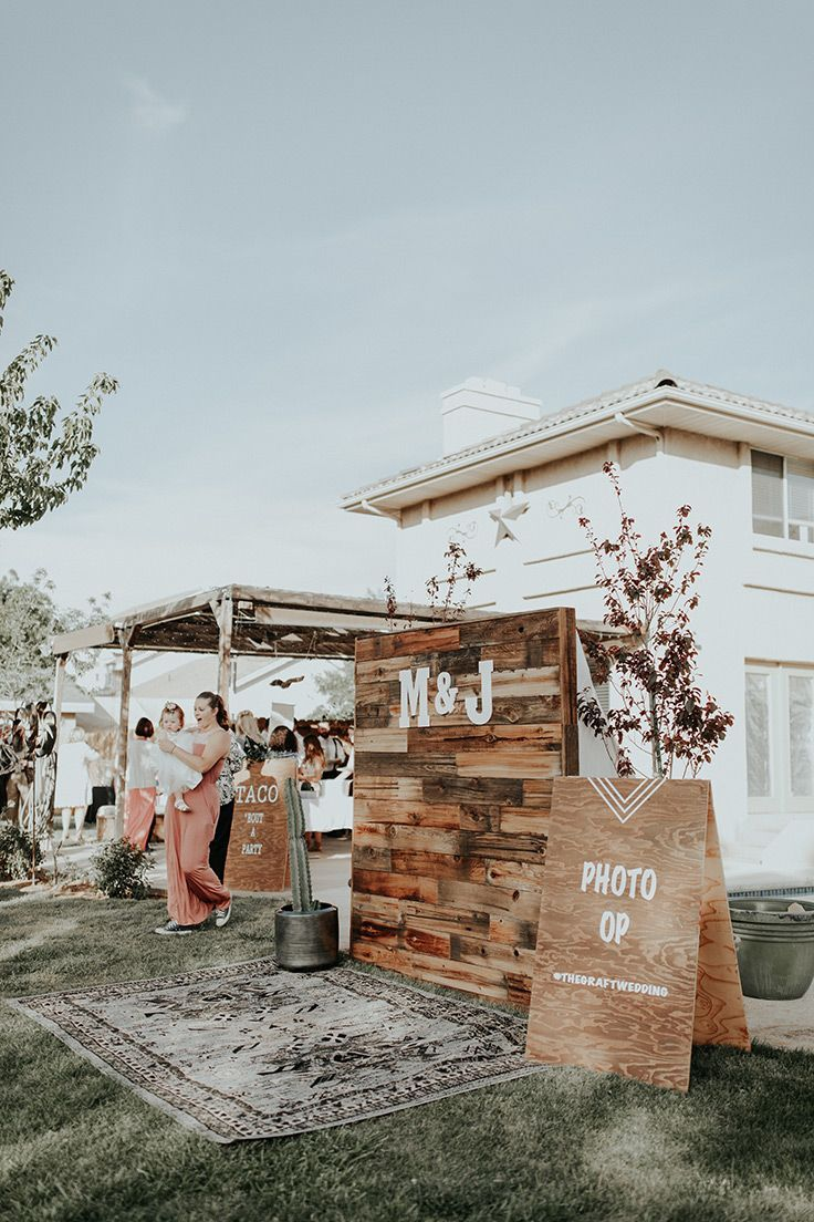 DIY photobooth backdrop #bohowedding #backyardwedding See more:  https://ruffledblog.com/backyard-bohemian-wedding