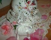 Romantico sacchetto bomboniera all'uncinetto rifinito da una bordura di fiorellini : Scatole, cofanetti di i-pizzi-di-anto