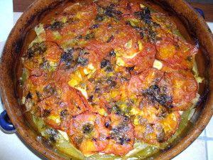 3 pommes de terre 2 oignons 1 courgette ronde 1 aubergine 1 poivron long 3 tomates Pour la chermoula : persil plat 4 gousses d'ail 1/2 cuillère à café de piment d'espelette 1 cc de cumin 1 cc de curcuma 3 citrons pressés huile d'olives un peu d'eau sel,...
