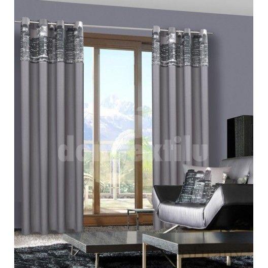 Závesy do obývačky sivej farby s motívom mesta