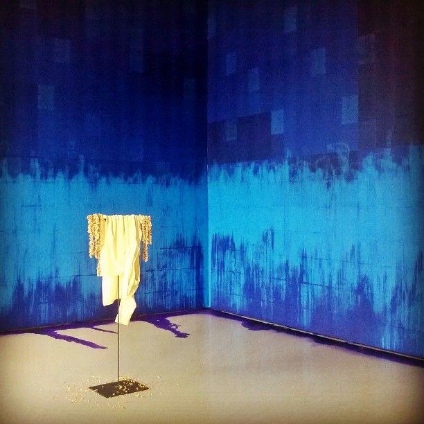 """Latifa Echakhch. """"À chaque stencil une révolution"""" (2007) et """"Fantôme (Jasmin) (2012) #art #palazzograssi (presso Palazzo Grassi)"""