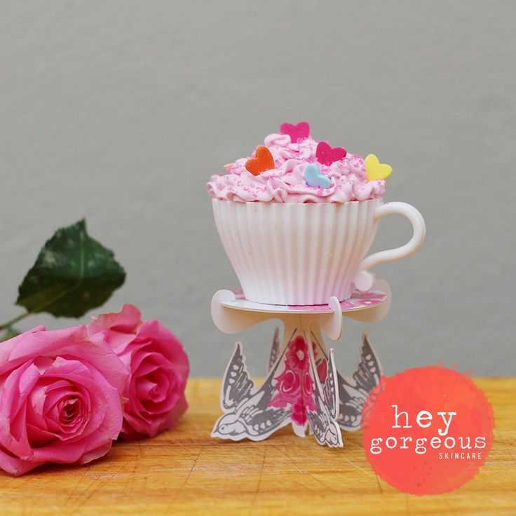 Calorie-Free Super Sweet Cupcake Bath Bombs - They look and smell good enough to eat!  Just love them