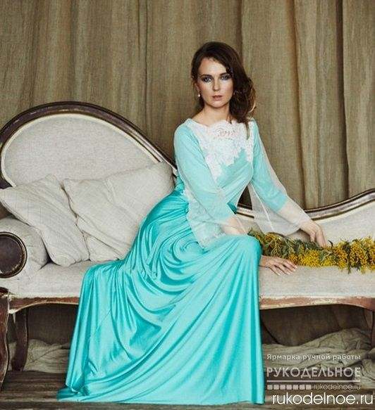 Вечернее платье красивого мятного цвета от дизайнера Павловская Диана. В этом платье Вы обязательно произведёте впечатление, мужчине всегда захочется подать вам руку и подарить цветы. Эксклюзивное платье с рукавом декорировано кружевом. Рукав на элегантном платье-двойной, сверху -прозрачная сетка. Ручная работа. Цена 4600 руб. Заказать данную работу можно на портале Rukodelnoe.ru . Для этого перейдите по ссылке в описании и нажмите кнопку Заказать…