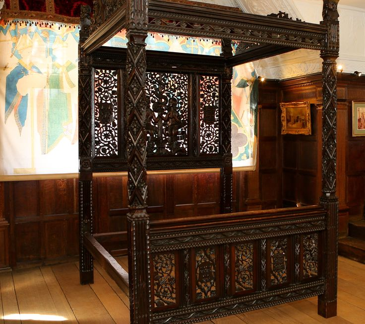 The stunning Tudor marriage bed of Henry VII & Elizabeth of York is on display at Hever Castle until November 2015 | #Tudor #HenryVII
