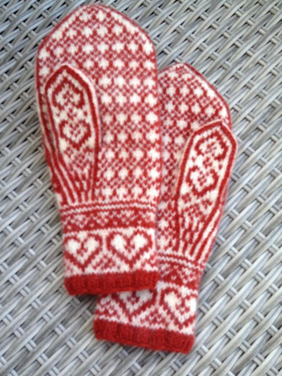 Handknitted and lightly felted mittens in a traditional norwegian style. These are beautiful to wear and soft and fuzzy - a good protection against cold wind and snow. 10,5 inch / 27 cm long and 4,5 inch / 11 cm wide to fit a medium womans hand or a small mans hand. Colours as in