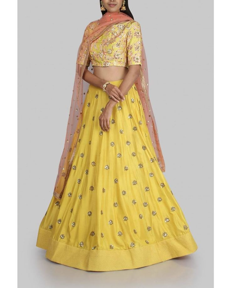Stunning yellow color lehenga and blouse with orange net dupatta from Meenakshi collection of Mrunalini Rao. 29 September 2017
