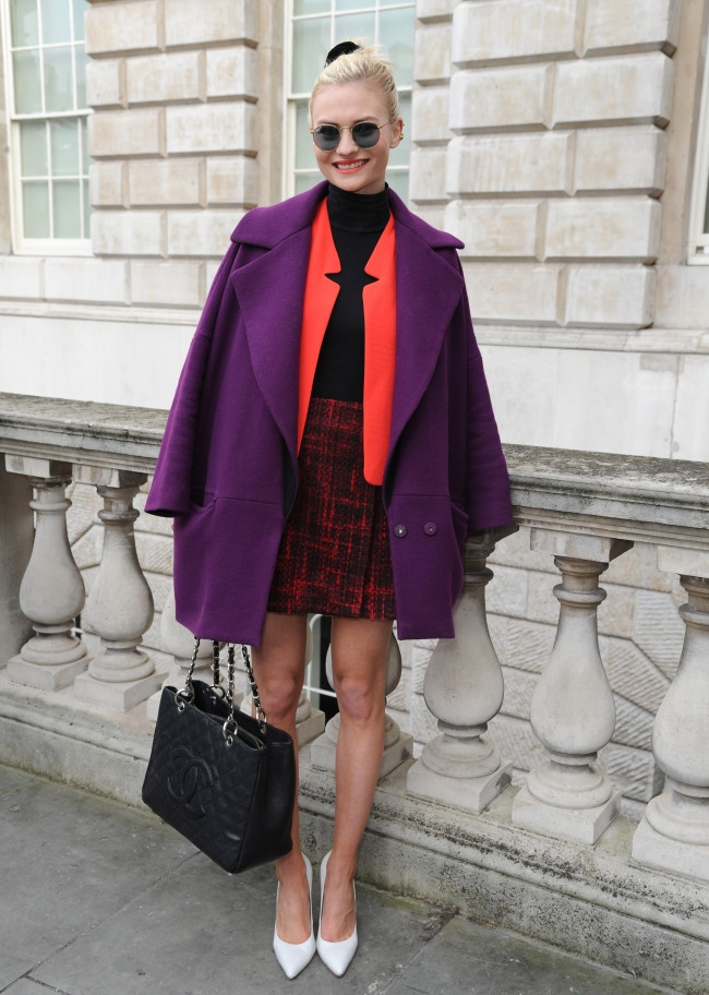 Street style at London fashion week always gives us so much inspiration, it's the place where trends start, dreams are made and fashion has no bounds. We take a look at the style queens of the week with all their confidence and flare.  Some strong trends coming through are.    Block colours  Flatforms  Trainers with EVERYTHING  Beanie hats  Court shoes  Metallic  Street wear  90's inspired looks  Transparent coats and accessories  Backwards caps