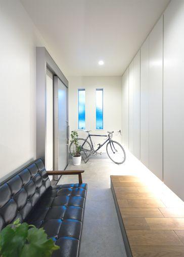 玄関ホールの床は上がり框をつけず、無垢のフローリングを斜めにカットして 突き付けで仕上げています。シュリンプ設計事務所 - JACKな毎日!