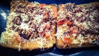 Medley of Motley: Bread Pizza - Me and my experiments :)