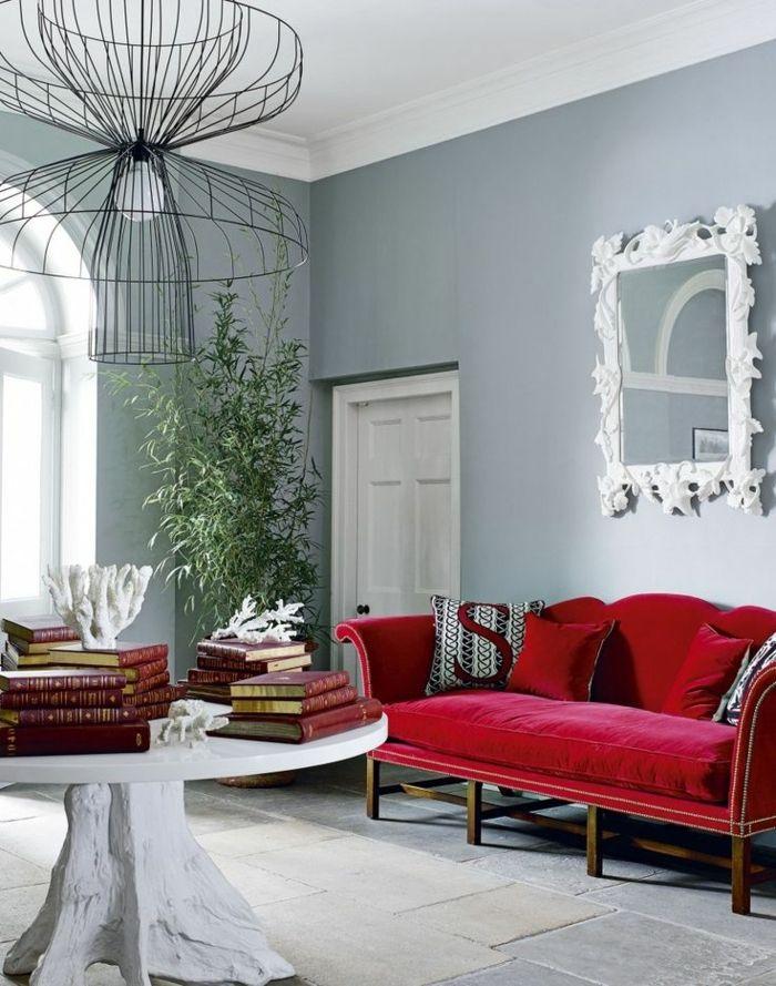 Ein Spiegel Mit Weißer Rahmen, Rotes Sofa, Weißer Tisch, Ausgefallener  Lampenschirm, Welche Farbe Passt Zu Grau