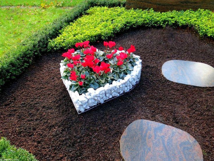 Diese Möglichkeit zur Grab Dekoration bietet Ihnen das Herz-Gitter. Ganz besonders was nicht jeder hat! Außen mit Steinen befühlt und innen schön bepflanzt. Maße ca.: Herz 44cm x 41cm x 10cm. | eBay!