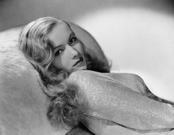 Stunning!! Veronica Lake.