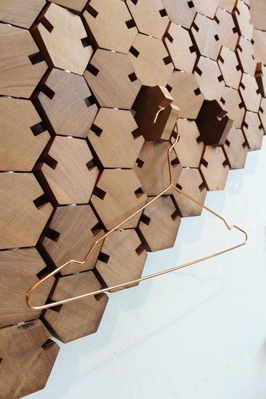 Studio Rene Siebum -  kapstok 'Wardrobe' Milaan design week 2014  het is kunst met een functie de uitstraling op afstand is alsof je een schilderij bekijkt. maar het is vooral heel functioneel.  http://studiorenesiebum.nl/projects/wardrobe-hexagon-l/