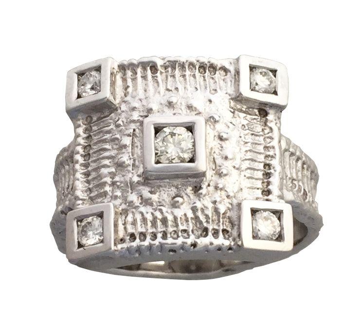 Bague or blanc et diamants oursin issue de la collection fossile de Luc Taillandier. http://www.luc-t.com