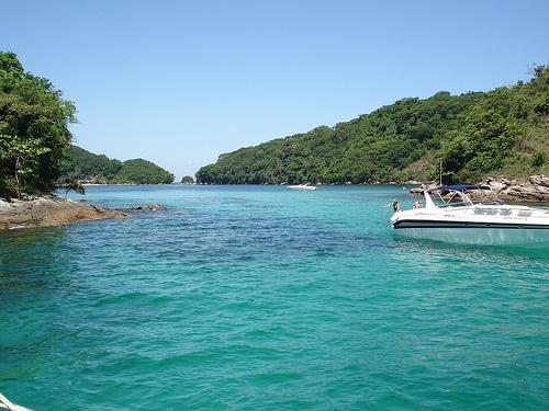Lagoa Azul em Ilha Grande by freakcoders, via Flickr