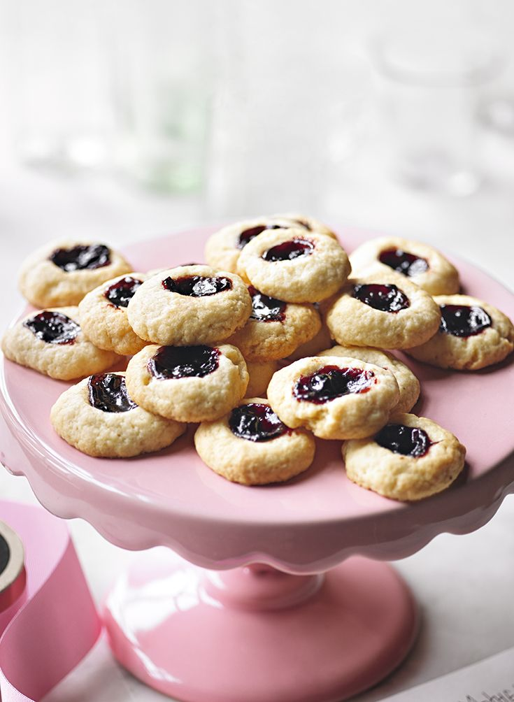 Great British Bake Off quarter finalist Martha Collison shows you her recipe for thumbprint cookies filled with blackberry jam – a great recipe for kids. Watch the recipe on the Waitrose website.