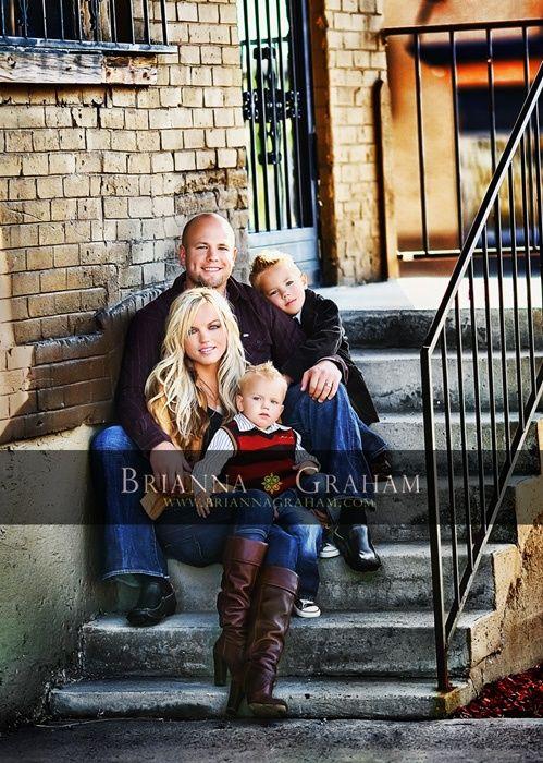 Foto familiar para 4 familia pinterest familiar for Urban family photo ideas