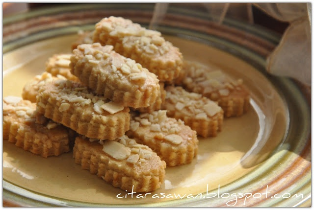 Recipes today - Biskut Almond Marie