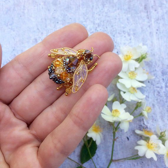 Dear customer! This Honey Bee brooch is hand-embroidered with threads, beads and Swarovski crystals. Brooch dimensions: 1 1/4 (3 cm) x 1 1/4 (3 cm). Gift wrap. Please contact me if you have any questions regarding your order! In my shop I have more brooches and accessories https://www.etsy.com/shop/weaverbirdstore Thank you for visit my shop