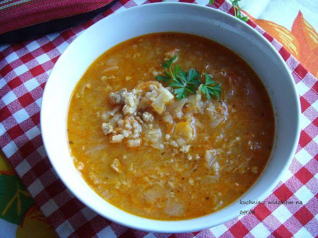 Zupa gołąbkowa. Pożywna, gęsta zupa o smaku gołąbków.