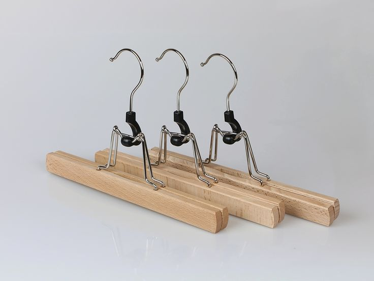 Solid wooden clamping trouser hangers. Size:26 cm.