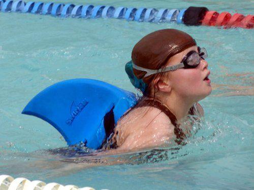 SwimFin ist die ultimative Schwimmhilfe!   Für Kinder ist die Haifischflosse zum Erlernen von Schwimmen und sieht auch noch echt cool aus. (Amazon: Affiliate Link)