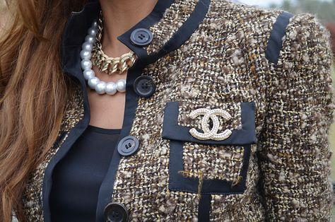 Легендарный пиджак в стиле Коко Шанель: советы по выбору и комбинированию