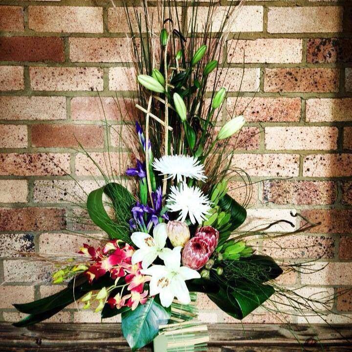 Modern arrangement. Little flower lane.