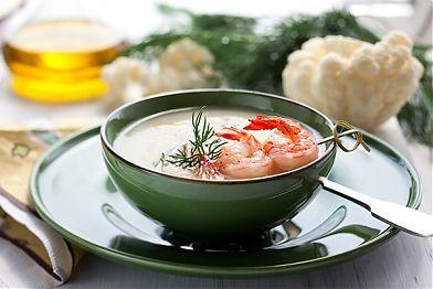 Рецепт: Суп-пюре из белой фасоли с креветками. Хотите на скорую руку приготовить аппетитное блюдо? Это возможно с рецептом супа-пюре с добавлением белой фасоли и креветок. Сытный, с приятным ароматом тимьяна и петрушки, он придется по душе любителям здоровой пищи.