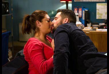 New Emmerdale pictures show Victoria Barton slap a randy Ross