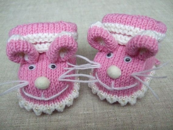 Knitted baby booties 'pink mice' pattern