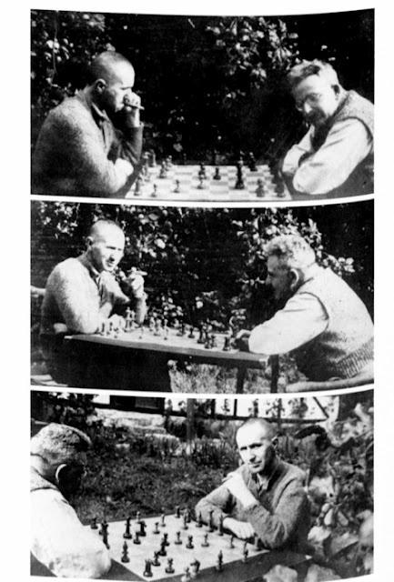 Bertold Brecht and Walter Benjamin playing chess