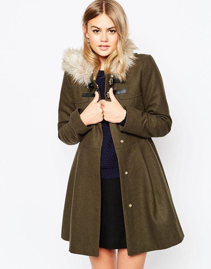 ASOS, Manteau coupe patineuse avec capuche en fausse fourrure — 103,99€