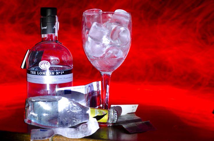 Gin tonic rojo
