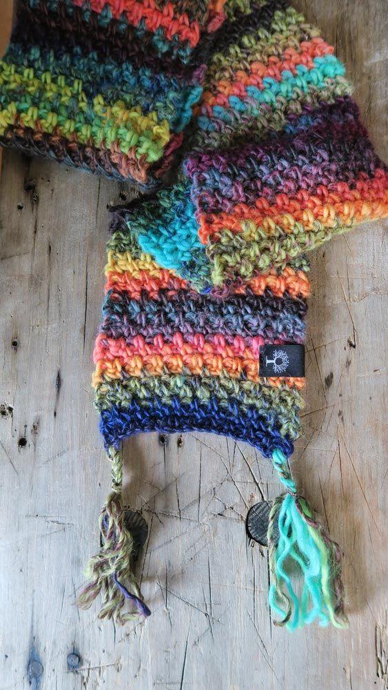 Gruby wełniany szal ręcznie wykonany w Siedlisku na Wygonie #szal #szalik #wełna #naszydełku #szydełkowany #dziergany #rękodzieło #manufaktura #handmade #scarf #wool #colorful #crochet #crocheting