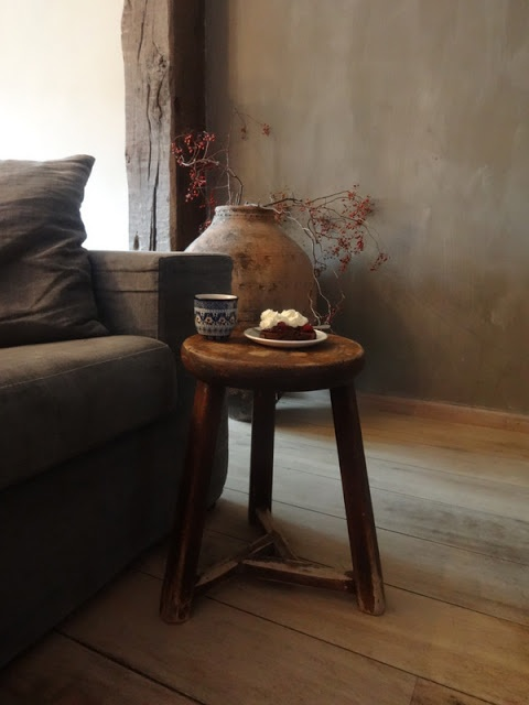 love the stool being used as a side table