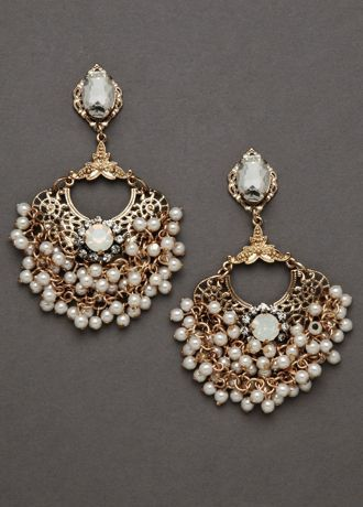 These Impressive Vintage Style Pearl Chandelier Earrings By Revello Are Ideal For The Bride That S Looking Unforgettable All Glitters