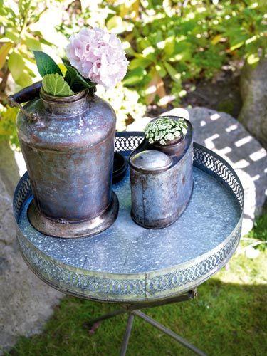 Combinación de flores y zinc... #Affari #mesa #exterior #estilonórdico