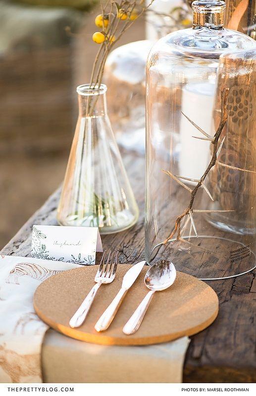 Outdoor bushveld wedding inspiration with tablescape inspiration from natural elements! https://www.theprettyblog.com/wedding/outdoor-celebration-bushveld/