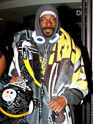 Snoop Doggy Dogg : A known member of the Steeler Nation HE LOVES THEM SNOOP LION NOW