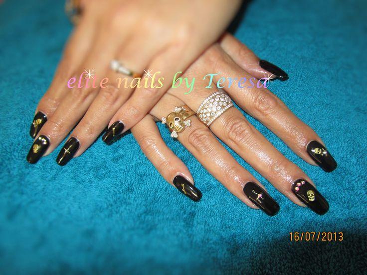 Black skulls Shellac nail art, Elite nails, Nail designs