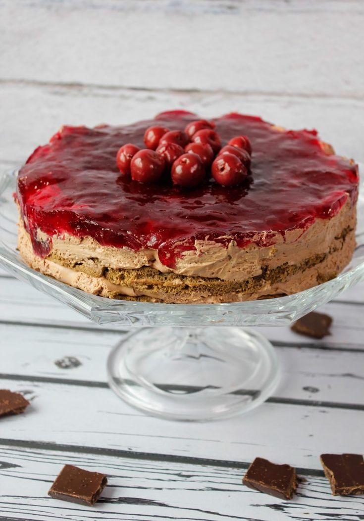 Ciasto czekoladowe w sam raz na Walentynki. Połączenie ciasta czekoladowego z wiśniami i kremem czekoladowym na bazie mascarpone.