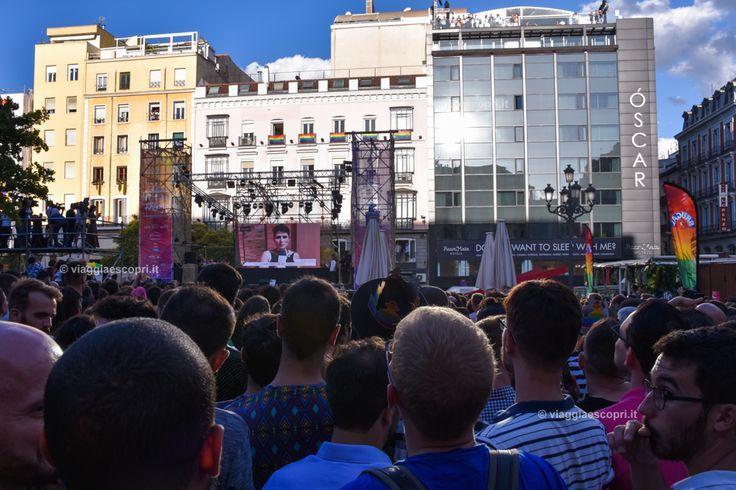 Plaza Pedro Zerolo durante l'apertura del World Pride, viaggi gay a Madrid #WorldPrideMadrid #WorldPride2017 #Orgullo2017 #gaytravel #rainbowRTW
