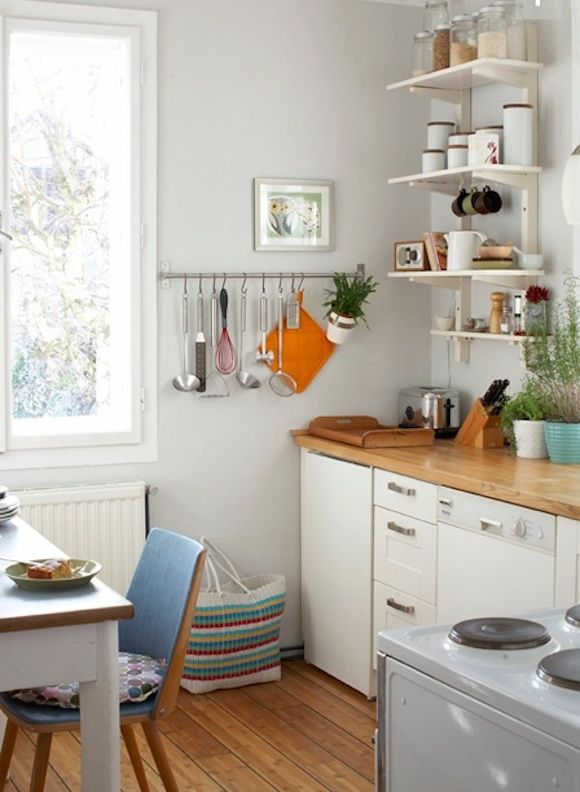 Lots Of Student Kitchen Look Like This In Germany Love The Wall Color
