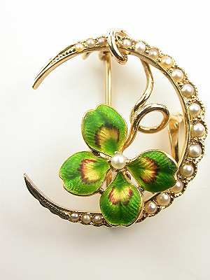 Victorian (c. 1890) moon-shaped brooch in gold with pearls and clover leaf.