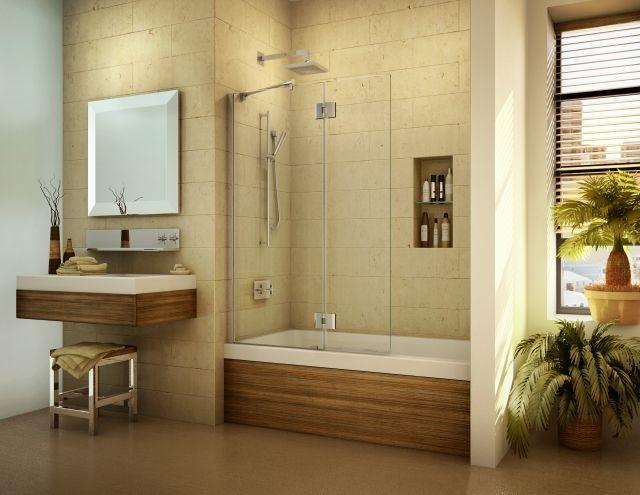 kleine bäder wanne-dusche-kombination-nische-glaswand-holz-verkleidung
