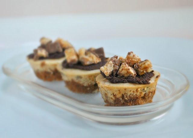 Mini Peanut Butter and Snickers Cheesecakes | Desserts & Sweet Treats ...