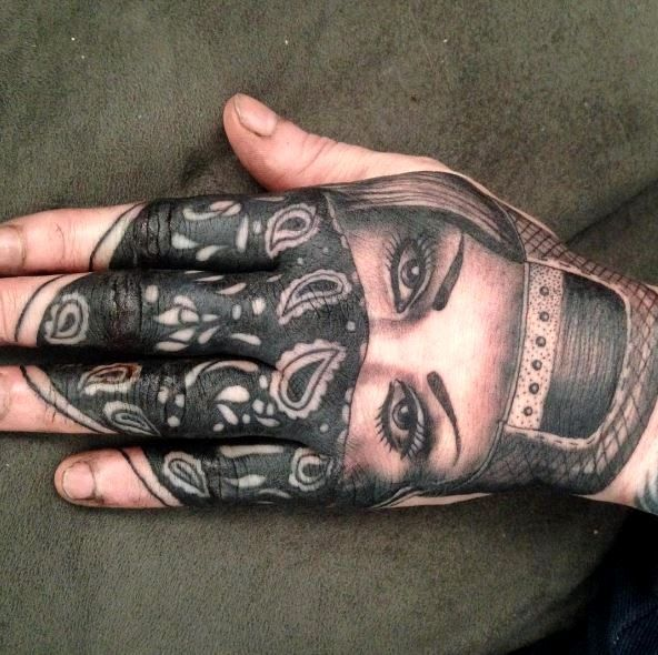 Gangster Skull Hand Tattoo Girl Http Viraltattoo Net Gangster Skull Hand Tattoo Girl Html In 2020 Gangster Tattoos Hand Tattoos Skull Hand Tattoo